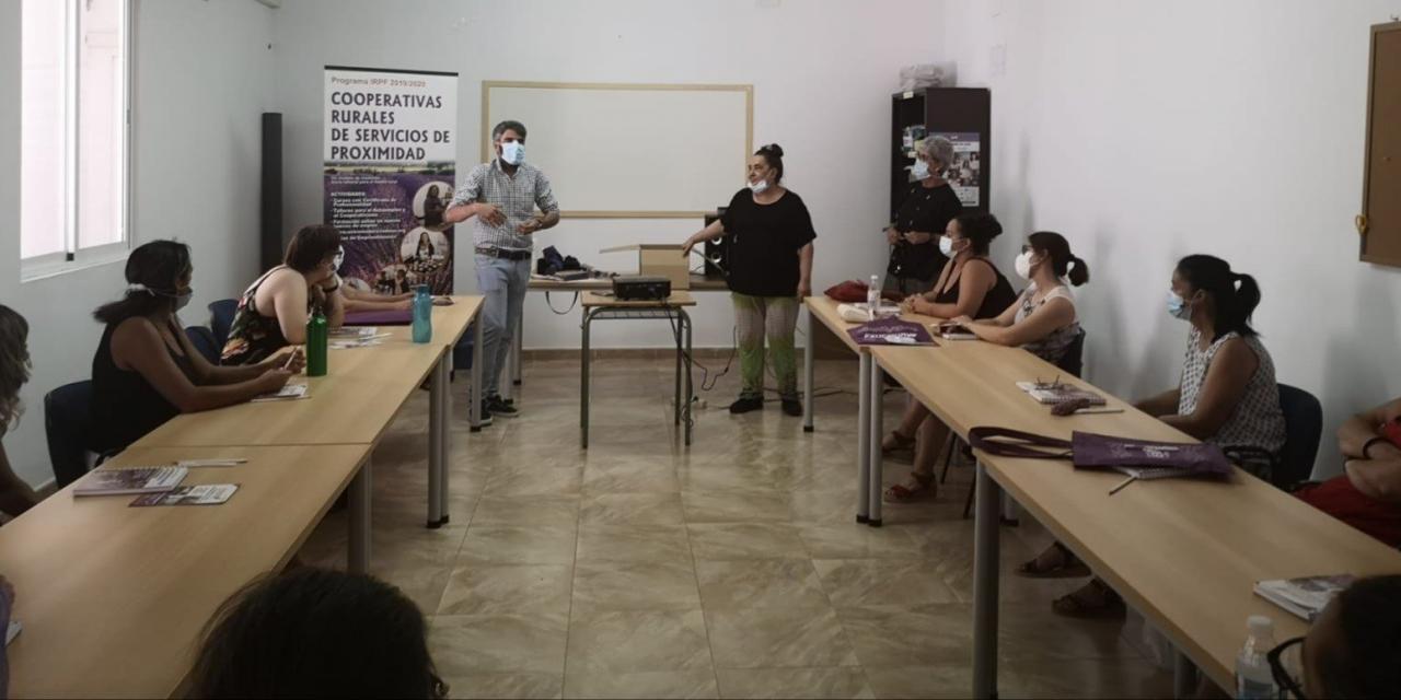 Quince mujeres participan en un curso de Atención sociosanitaria en Burguillos del Cerro