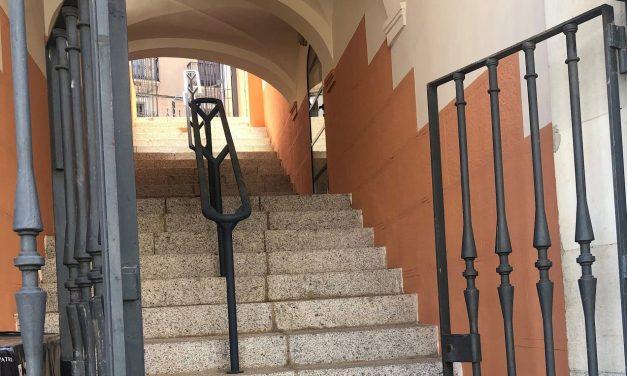 El Ayuntamiento de Cáceres abre las escaleras que conectan la plaza de las Piñuelas con la Gran Vía