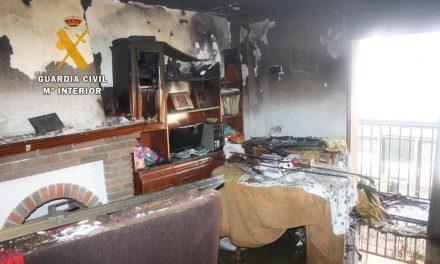 Tres agentes fuera de servicio rescatan a dos personas de una casa en llamas en Guadalupe
