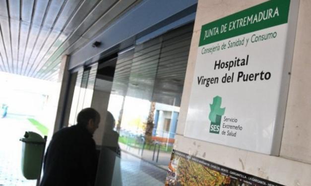 Trasladada en estado crítico a la UCI una mujer de 86 años contagiada por el brote de Covid-19 en Peraleda de la Mata