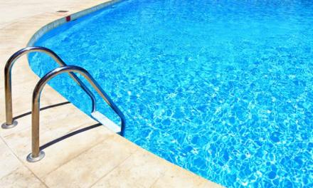 Navas del Madroño cierra la piscina municipal y suspende los eventos veraniegos ante el brote de Covid