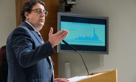 El consejero de Sanidad apela a la responsabilidad individual para frenar la expansión de la Covid