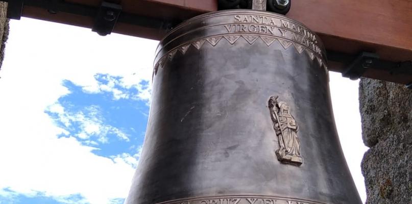 Aceituna instala una campana del siglo XX en la parroquia de Santa Marina