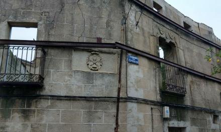 La Diócesis de Coria-Cáceres se compromete a renovar la casa parroquial de Hoyos después de 18 años