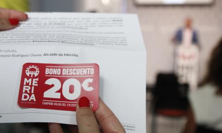 Los vecinos de Mérida recibirán bonos de 20 euros para consumir en el comercio local