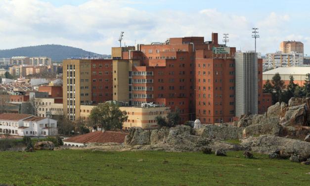 Tres sanitarios del San Pedro de Alcántara en aislamiento por contacto con un positivo de Covid
