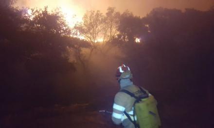 Efectivos del Infoex estabilizan el incendio de Valencia de Alcántara y controlan el de Salorino