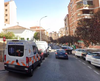 Una mujer de 66 años sufre un trauma craneal tras ser atropellada por un vehículo en Cáceres