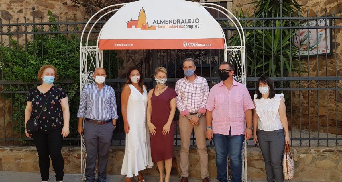 Soraya Arnelas promociona en sus redes sociales el comercio local de Almendralejo