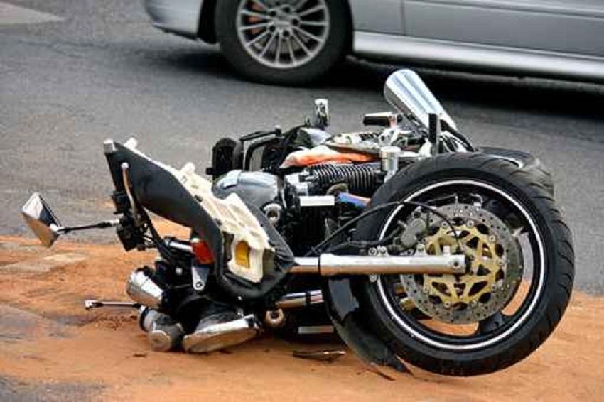 Los dos motoristas del accidente de Alía siguen graves en la UCI del Universitario de Cáceres