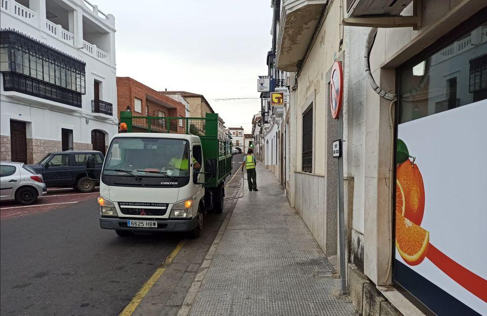 Varios vecinos de Alcántara se saltan el confinamiento a pesar del brote que alcanza 44 positivos