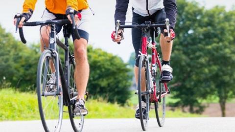 Dos ciclistas sufren un accidente y tienen que ser derivados al Hospital de Don Benito-Villanueva