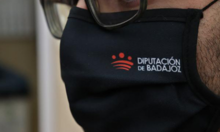 La Diputación de Badajoz dota de mascarillas reutilizables a todos sus empleados