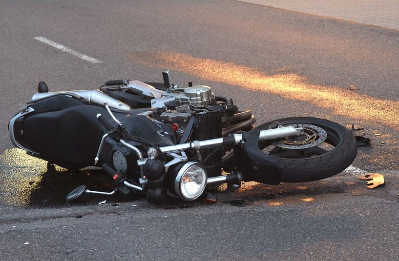 Un motorista de 60 años resulta herido en un accidente de tráfico en Valdastillas