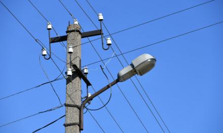 Vecinos de diferentes barrios de Moraleja denuncian cortes de luz de manera frecuente
