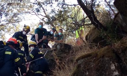 Un hombre cae a un acantilado de 100 metros y moviliza a efectivos de cuatro municipios