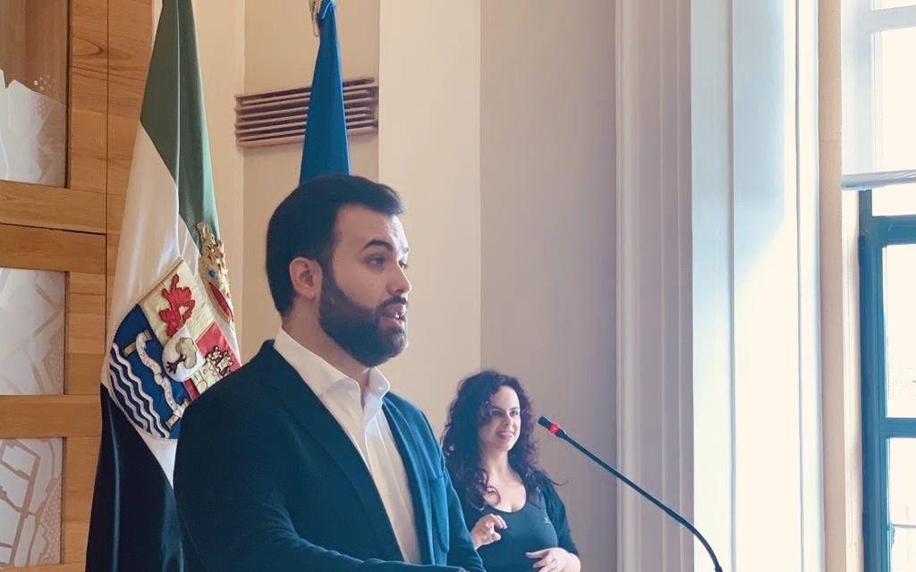 Cáceres aboga por incluir a la Policía Local en el protocolo de acoso