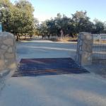 Aceituna rehabilita diferentes infraestructuras de la dehesa del Robledal
