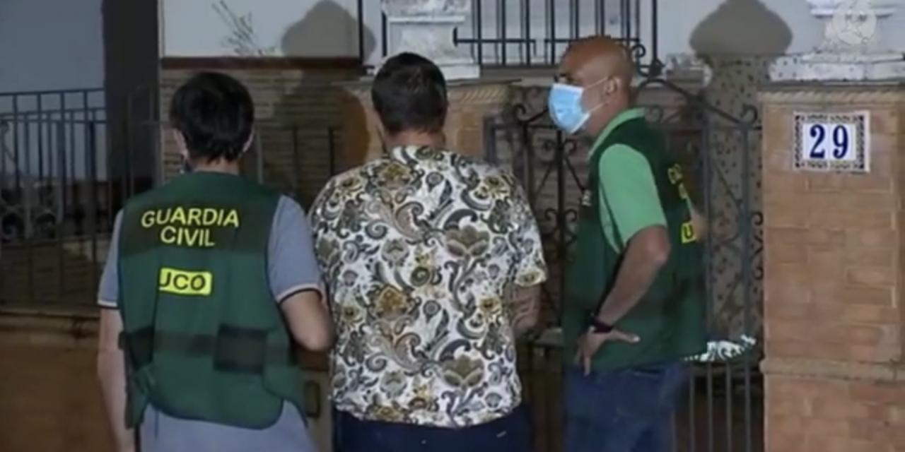 La Guardia Civil registra de madrugada la casa del detenido por la muerte de Manuela Chavero