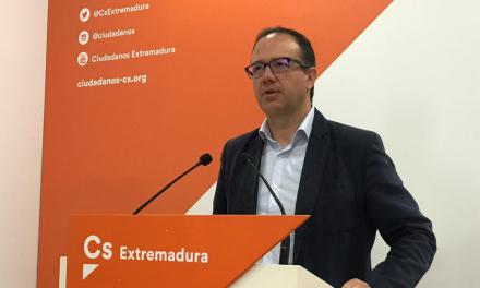 El líder de Ciudadanos, Cayetano Polo, anuncia por sorpresa que deja su acta de diputado