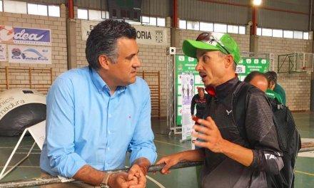 El alcalde de Coria propone dedicar el triatlón de la ciudad al deportista Diego Paredes