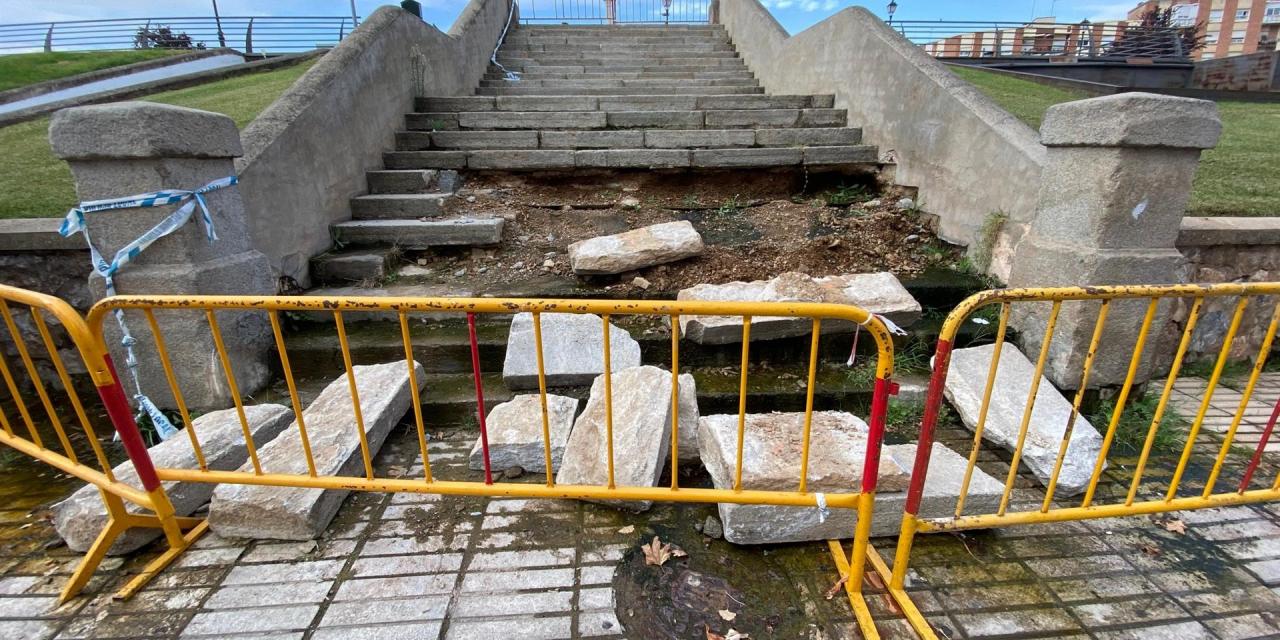 El PSOE pide que se arregle la escalera de acceso a la Memoria de Menacho