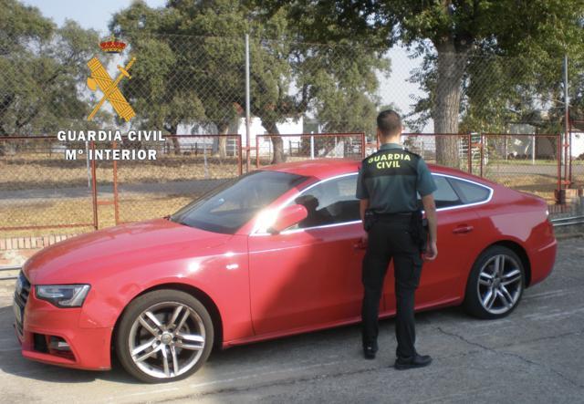 Localizan en Casatejada un vehículo robado a punta de navaja en Villaviciosa de Odón