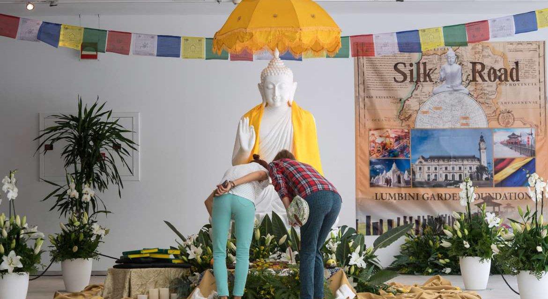 La réplica del Buda que llegará a Cáceres ya se puede visitar en el Palacio de Congresos