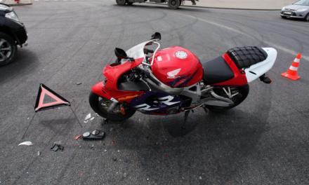 Un motorista de 32 años resulta herido en un accidente en Badajoz