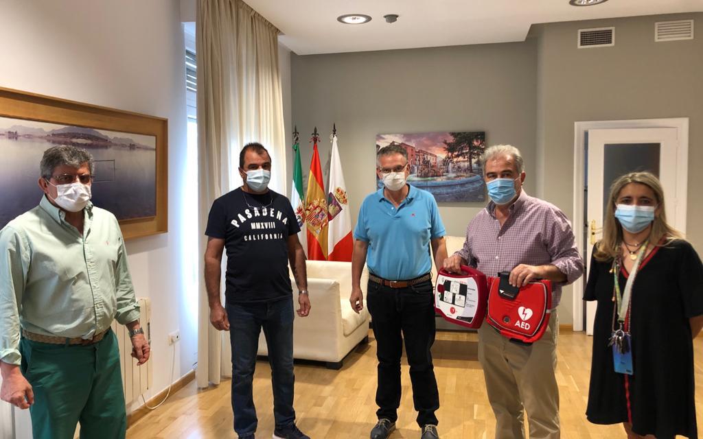 La pedanía de Conquista del Guadiana ya cuenta con un desfibrilador para salvar vidas