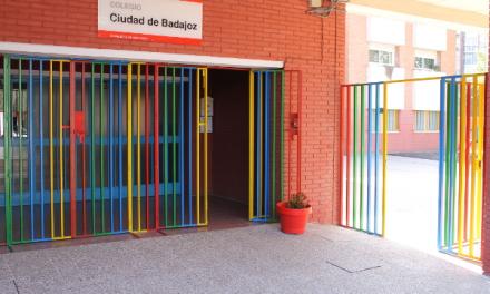 Cierran clases por el virus en siete centros educativos de Badajoz