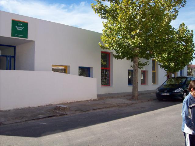 El positivo de un alumno del colegio de Valdencín obliga a cerrar el centro y a aislar a los escolares