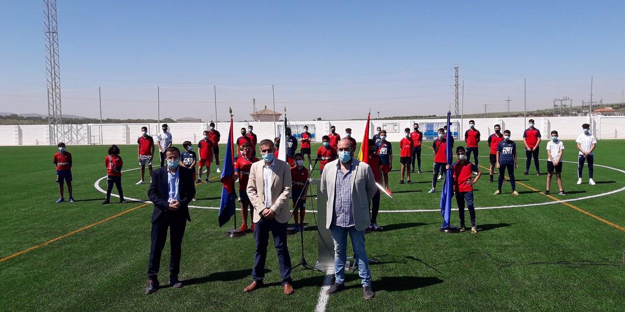 Guareña inaugura un campo de fútbol de césped artificial en el estadio municipal 'La Noria'