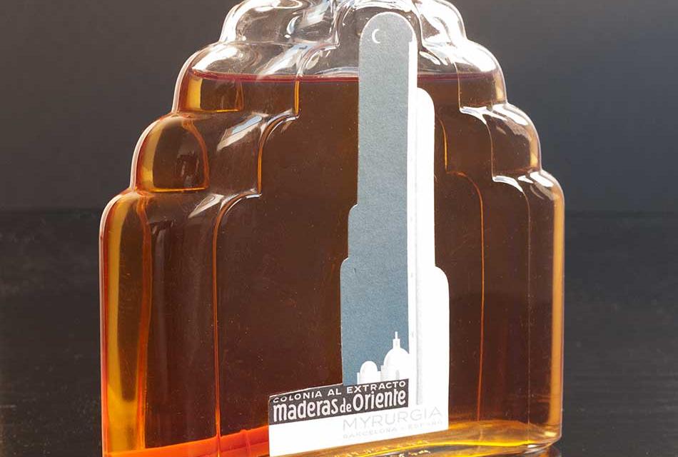 El Art Decó del perfume Maderas de Oriente es la pieza del mes del Museo Etnográfico de Don Benito