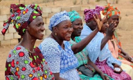 Los vecinos de Riolobos ya pueden disfrutar de una muestra de fotografías de mujeres en África