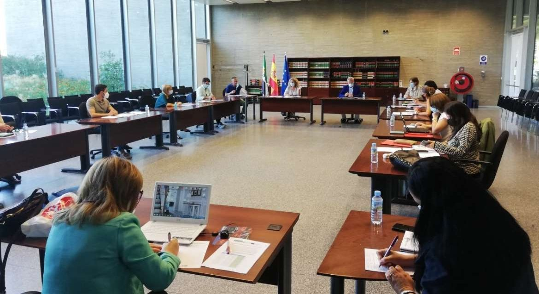 La Junta contrata a 73 docentes para formar a jóvenes que dejaron sus estudios