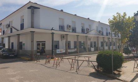 El alcalde de Santiago de Alcántara asegura que los trabajadores de la residencia cobrarán próximamente