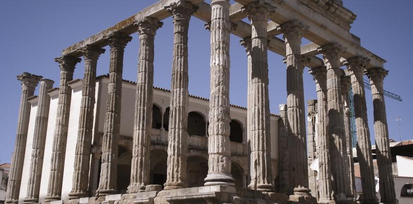 Arranca la Feria del Libro de Mérida en el Templo de Diana