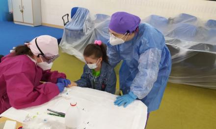Los alumnos del Centro Especial Nuestra Señora de la Aurora de Villanueva se someten a test rápidos