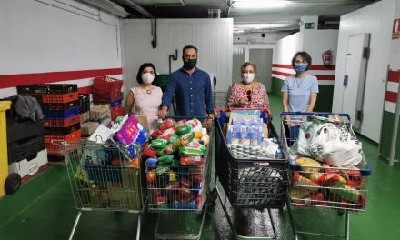 """Vox Badajoz dona más de 350 kilos de alimentos al comercio social """"Virgen de la Acogida"""""""