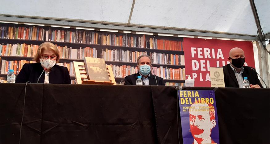 Álvaro Valverde inaugura la Feria del Libro de Plasencia