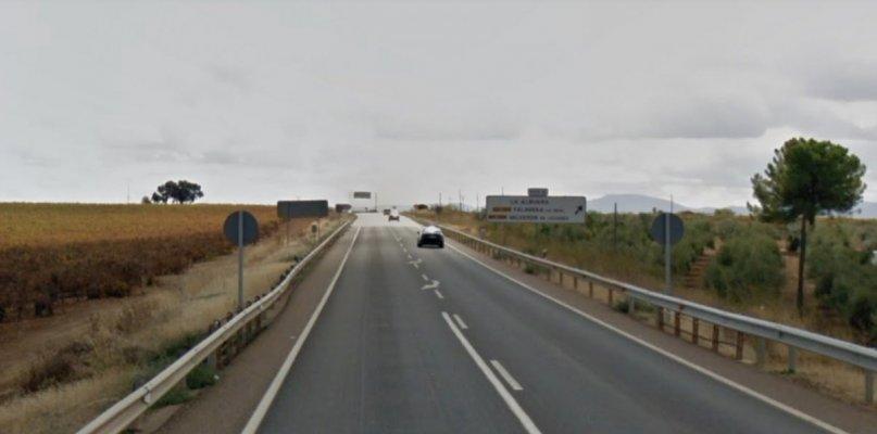 Muere una mujer en un accidente en La Albuera tras chocar dos turismos en la N-432