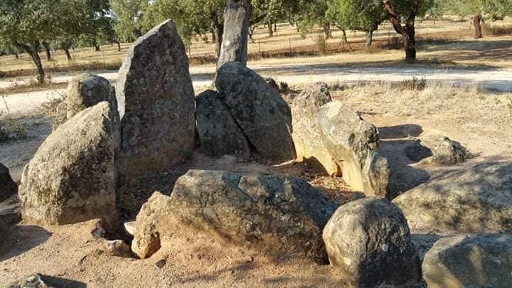 Un libro ensalza la arqueología, tradiciones e historia de Carmonita