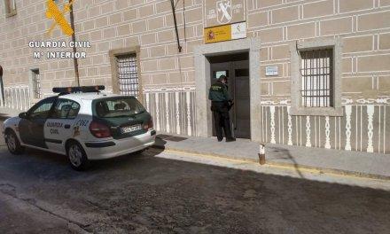 La Guardia Civil auxilia a un gaditano desorientado que circulaba por Torre de Santa María