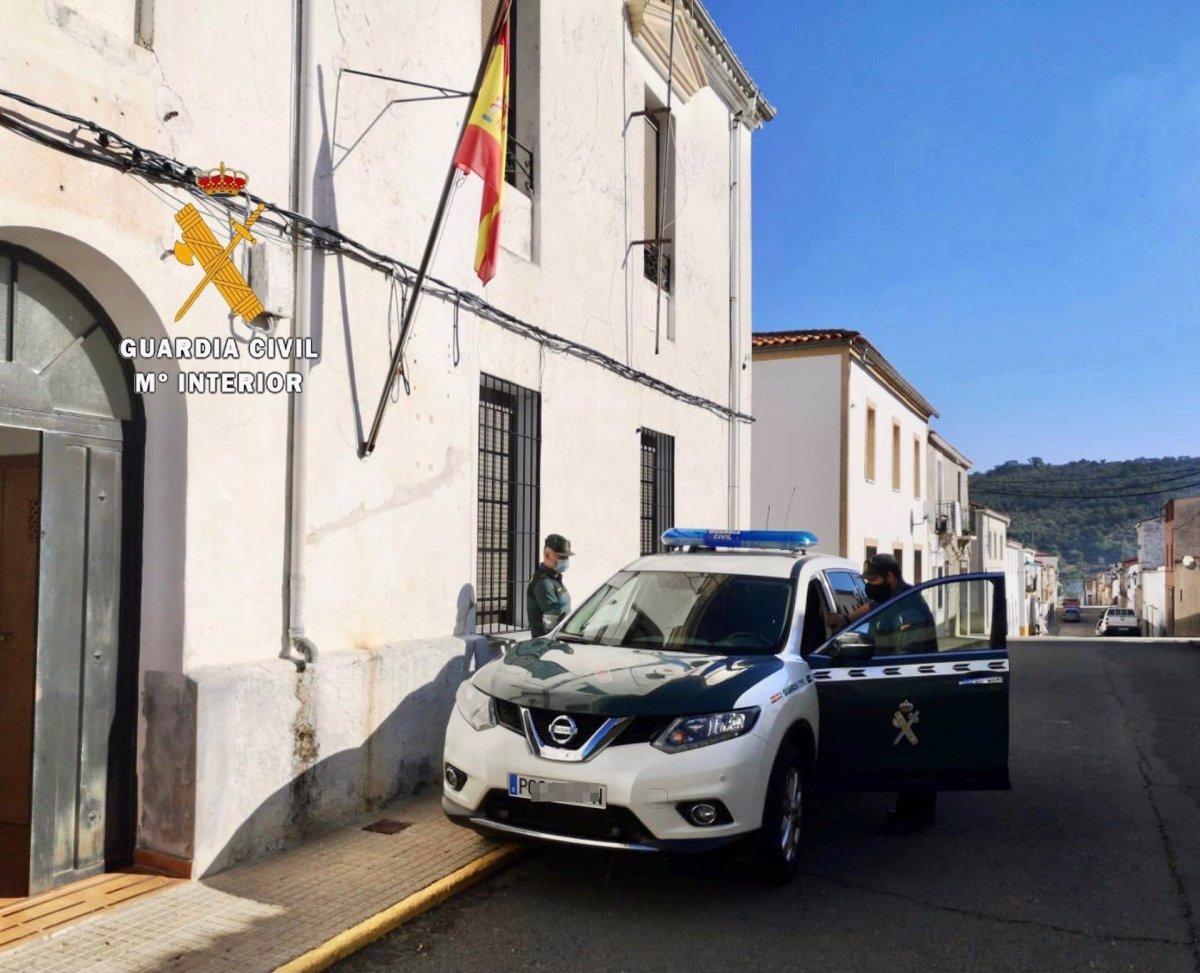 La Guardia Civil rescata a un anciano que se había caído en su casa de Arroyo de la Luz