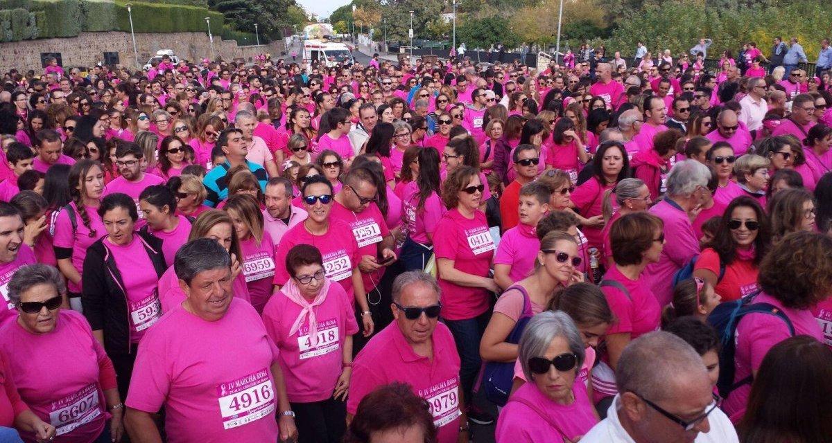 Plasencia celebra la marcha rosa con grupos reducidos y fotografías en redes sociales