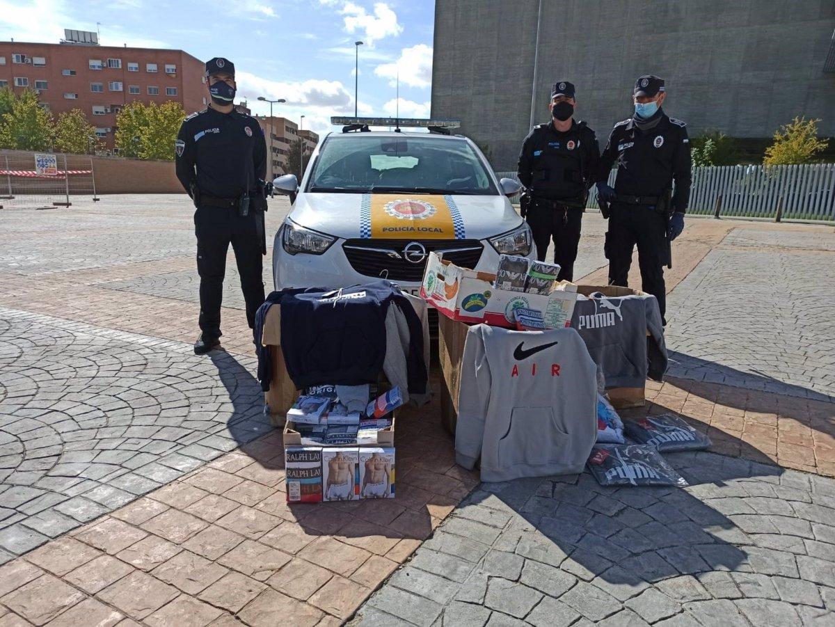 Incautadas en el mercadillo de Mérida más de 160 prendas de ropa de marcas falsificadas
