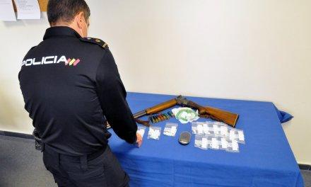 """Cinco detenidos al desarticular un punto de venta de drogas en la barriada """"El Peri"""" de Mérida"""