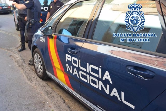La Policía Nacional detiene a dos hombres por robar en una nave de Mérida
