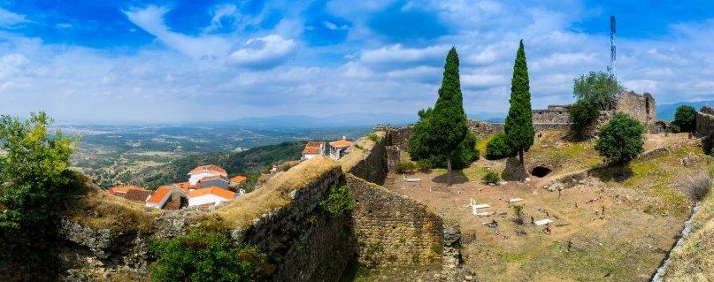 El Gobierno restaurará el aljibe y las murallas de Santibañez el Alto